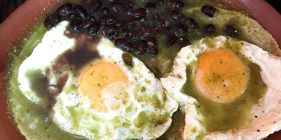 Eggs Fried in Green Salsa