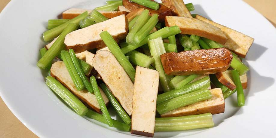 Fried Tofu with Celery and Bell Pepper