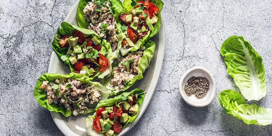 Romaine Salad with Tuna, Egg, and Avocado