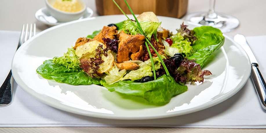 Salad with Crispy Zucchini and Chanterelle Mushrooms
