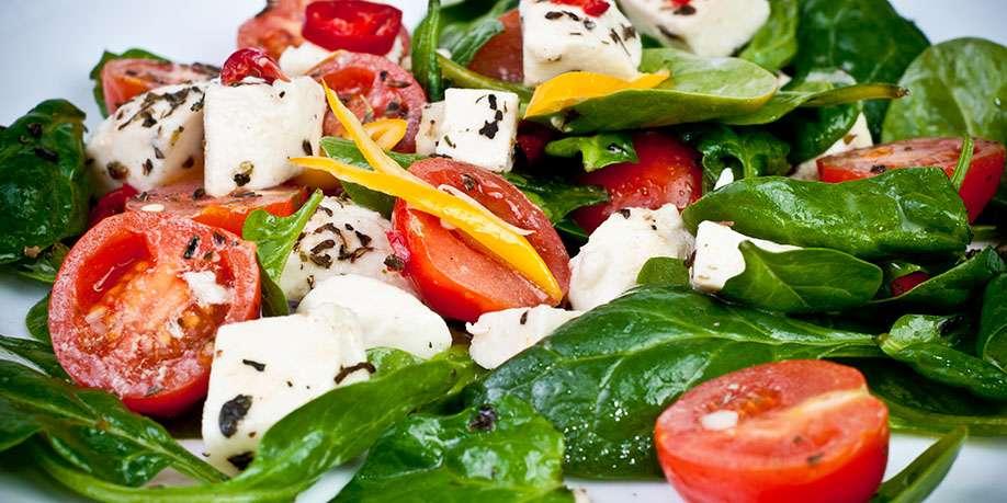 Spinach, Tomato and Mozzarella Salad