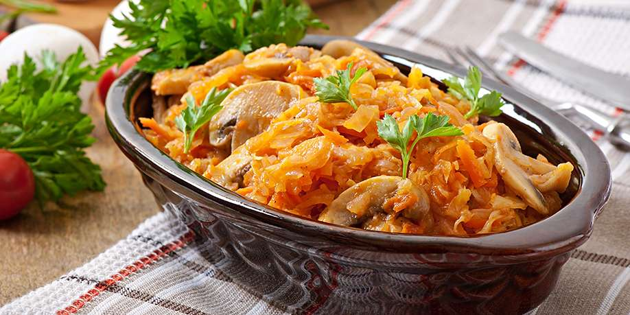 Stewed Cabbage with Mushrooms and Chicken